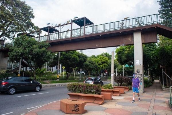 Empezó el desmonte del puente peatonal del Inem - Noticias de Colombia