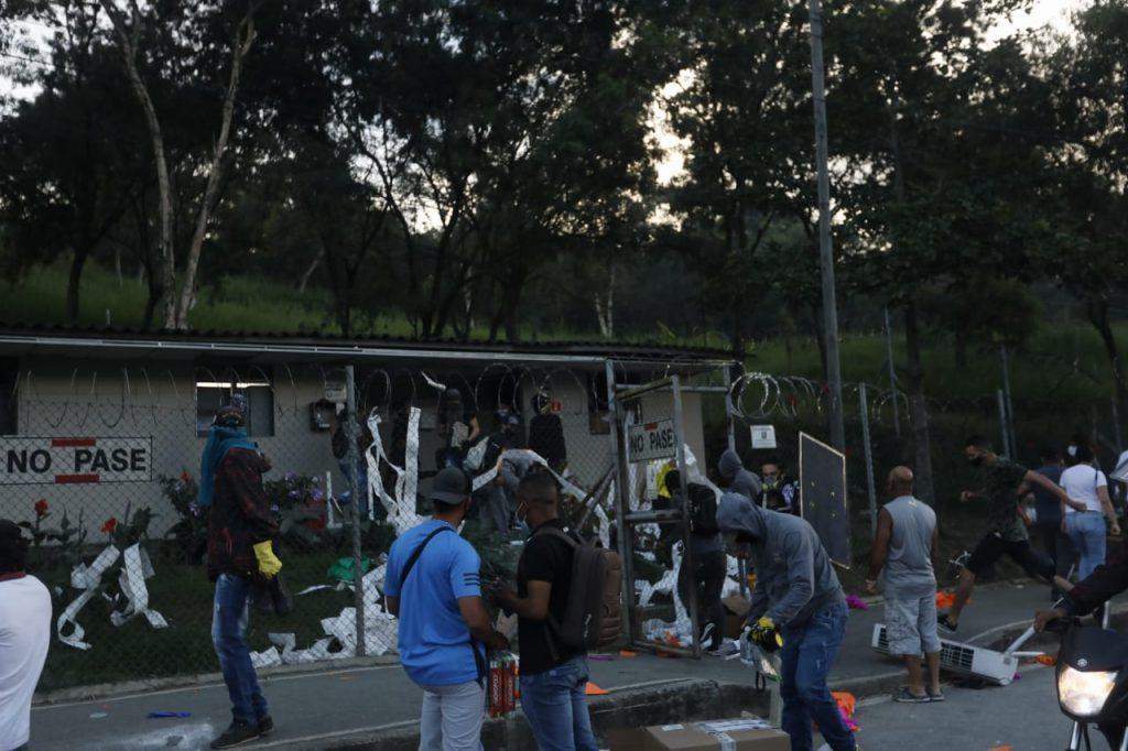 EN FOTOS Y VIDEO: Otra vez la emprendieron contra el peaje de Niquía   Noticias de Buenaventura, Colombia y el Mundo