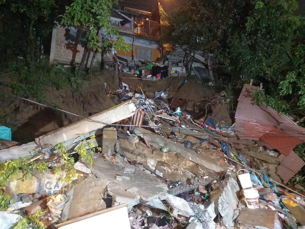 Una joven muerta y más de 500 llamadas de emergencia dejó el aguacero del viernes - Noticias de Colombia