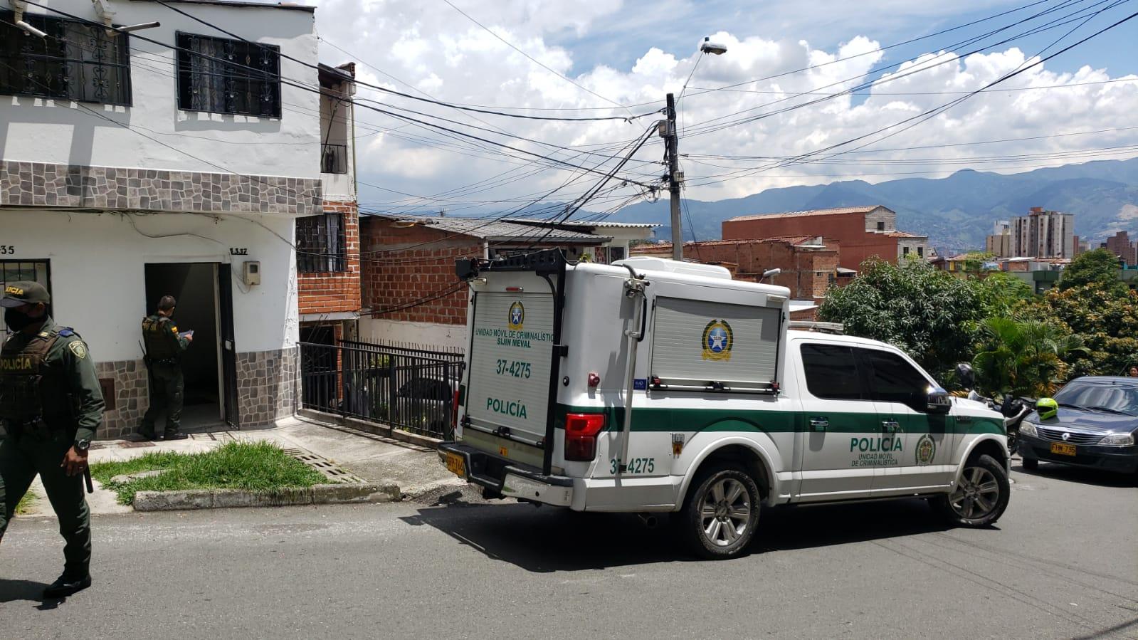 Más de 15 heridas de arma blanca tenía un hombre hallado muerto en su vivienda