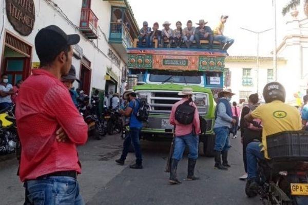 EN VIDEO: 847 campesinos desplazados de Ituango regresaron a sus veredas