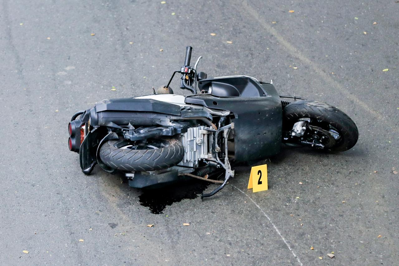 Falleció al perder el control de su moto en la autopista